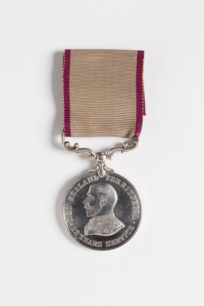 medal, service, 2001.25.87, Photographed by Andrew Hales, digital, 01 Aug 2016, © Auckland Museum CC BY
