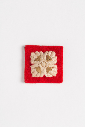 badge, rank (pair), 2001.25.432, Photographed by Andrew Hales, digital, 02 Aug 2016, © Auckland Museum CC BY