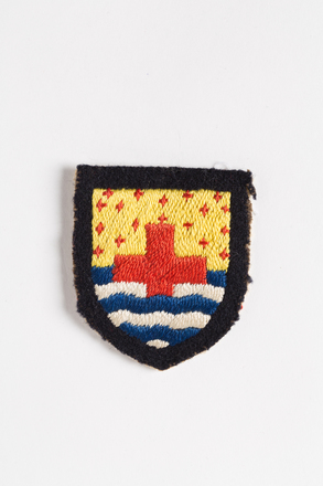 badge (pair), 2001.25.434, Photographed by Andrew Hales, digital, 02 Aug 2016, © Auckland Museum CC BY