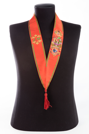 collar, ribbon, 1991.314.73.8, Photographed by Jennifer Carol, digital, 18 Aug 2016, © Auckland Museum CC BY