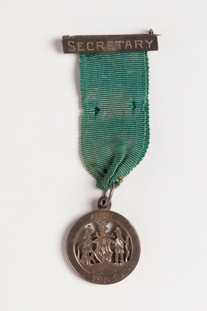 medal, service, 1991.314.19, Photographed by Jennifer Carol, digital, 31 Aug 2016, © Auckland Museum CC BY