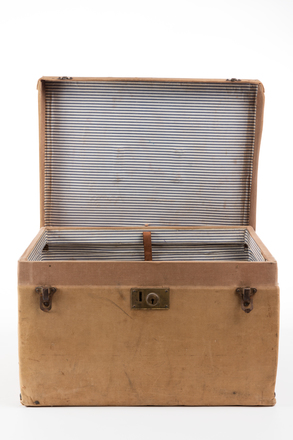 suitcase, 1991.314.5, Photographed by Jennifer Carol, digital, 02 Sep 2016, © Auckland Museum CC BY