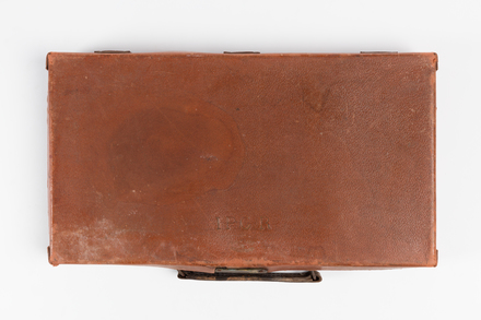 suitcase, 1991.314.60, Photographed by Jennifer Carol, digital, 02 Sep 2016, © Auckland Museum CC BY