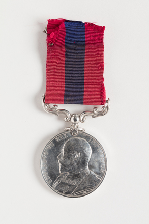 medal, decoration, N1188.1, Photographed by Dani Lucas (Auckland City), digital, 07 Nov 2016, © Auckland Museum CC BY