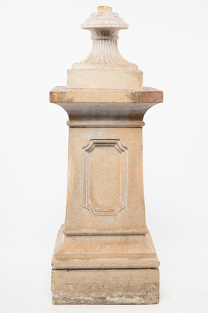 pedestal, garden, 2005x2.217, 1985.358, col.0393, Photographed by Andrew Hales, digital, 28 Nov 2016, © Auckland Museum CC BY