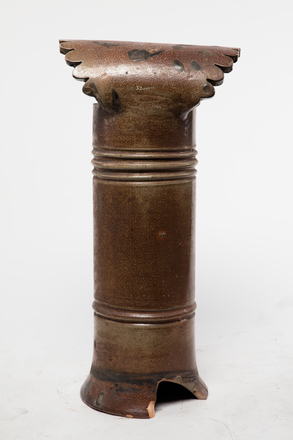pot, chimney, 1985.358.32, col.3499, 32, Photographed by Andrew Hales, digital, 28 Nov 2016, © Auckland Museum CC BY