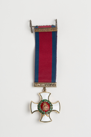 medal, order, 1946.208, N1292, W1121.2, Photographed by Ben Abdale-Weir, digital, 13 Dec 2016, © Auckland Museum CC BY