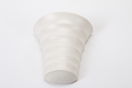 vase, wall mounted 2016.79.4