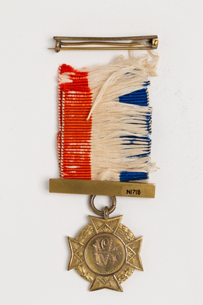 badge, membership, N1718, Photographed by: Rohan Mills, photographer, digital, 10 Jan 2017, © Auckland Museum CC BY