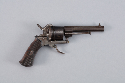 revolver, pinfire, 1960.93, W1630, Z949, Photographed by Richard NG, digital, 12 Jan 2017, © Auckland Museum CC BY