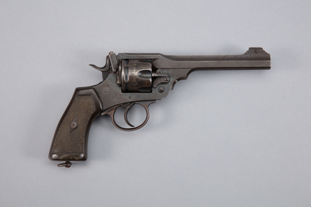 revolver, centre fire, 1977.113, A7044, 272898, Photographed by Richard NG, digital, 13 Jan 2017, © Auckland Museum CC BY