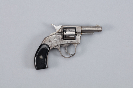 revolver, rimfire, 1994.89, A7134, Photographed by Richard NG, digital, 13 Jan 2017, © Auckland Museum CC BY