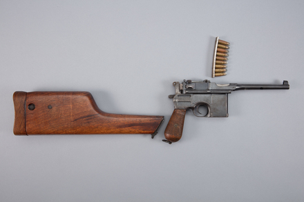 pistol, automatic, 1943.16, W0997, 113417, 3625, W1554, Photographed by Richard NG, digital, 17 Jan 2017, © Auckland Museum CC BY