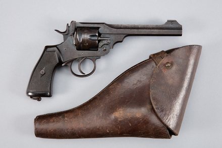 revolver, 2013.28.1, 16780, Photographed by Andrew Hales, digital, 26 Jan 2017, © Auckland Museum CC BY
