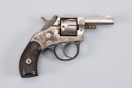revolver, 1977.62, A7004, 286204, Photographed by Andrew Hales, digital, 26 Jan 2017, © Auckland Museum CC BY