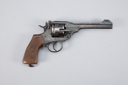 revolver, cartridge, 1943.22, W0996, 113364, Photographed by Andrew Hales, digital, 26 Jan 2017, © Auckland Museum CC BY