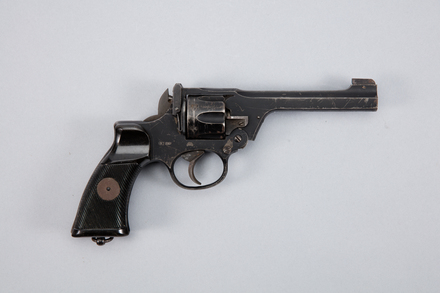 revolver, centrefire, 1988.167, W2067, Y5919, Photographed by Andrew Hales, digital, 26 Jan 2017, © Auckland Museum CC BY