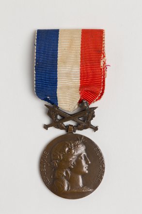 medal, decoration, N2582, Photographed by: Rohan Mills, photographer, digital, 07 Feb 2017, © Auckland Museum CC BY