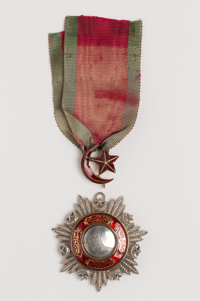 medal, order, N2585, N1332, N1135.2, Photographed by: Rohan Mills, photographer, digital, 07 Feb 2017, © Auckland Museum CC BY
