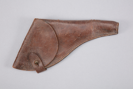 gun holster, 1997x2.198, Photographed by Richard NG, digital, 20 Feb 2017, © Auckland Museum CC BY