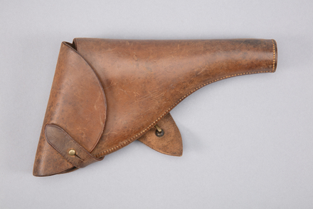 gun holster, 1997x2.199, Photographed by Richard NG, digital, 20 Feb 2017, © Auckland Museum CC BY