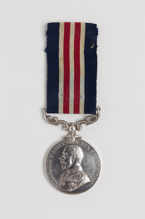 medal, decoration, 2016.26.1, Photographed by: Julia Scott, photographer, digital, 09 Mar 2017, © Auckland Museum CC BY
