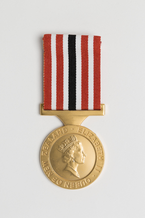 medal, award, 2014.7.7, il2011.13.71, il2011.13, 7, 16793, Photographed by Ben Abdale-Weir, digital, 12 Mar 2017, © Auckland Museum CC BY