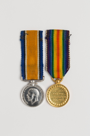 medal set (miniature), 1989.46, N2846, Photographed by: Julia Scott, photographer, digital, 20 Mar 2017, © Auckland Museum CC BY
