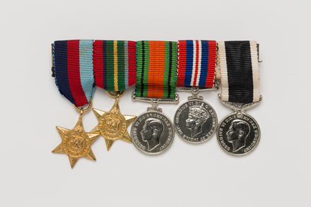 medal set (miniature), N2840, Photographed by: Julia Scott, photographer, digital, 20 Mar 2017, © Auckland Museum CC BY