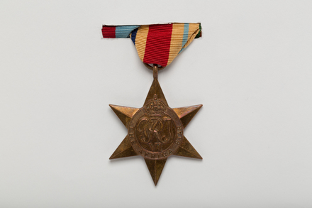 medal, campaign, 2012.x.37.2, Spink: 157, Photographed by: Julia Scott, photographer, digital, 23 Mar 2017, © Auckland Museum CC BY