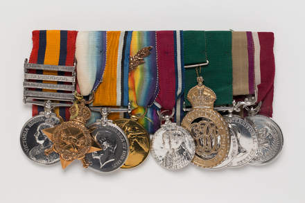 medal, commemorative, 1990.119, N2881, Photographed by: Julia Scott, photographer, digital, 28 Mar 2017, © Auckland Museum CC BY