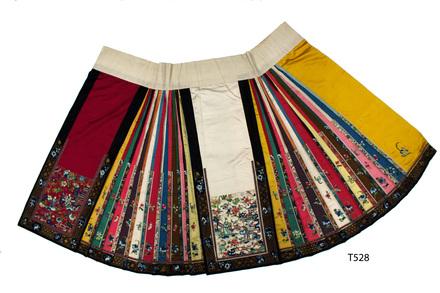 T528; skirt; front