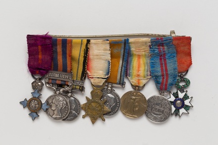 medal, campaign (miniature), 2007.80.2.5, Spink: 144, Photographed by Ben Abdale-Weir, digital, 12 Apr 2017, © Auckland Museum CC BY