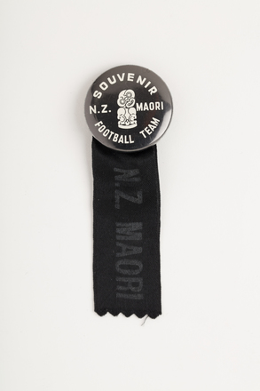 badge, souvenir, 2005.83.22, Photographed by Richard NG, digital, 26 Apr 2017, © Auckland Museum CC BY