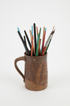 mug with brushes, 2004.52.173, Photographed by Richard NG, digital, 16 May 2017, All Rights Reserved