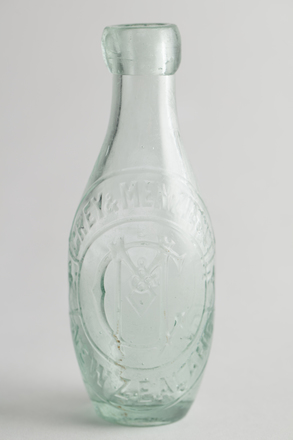 bottle, aerated water, 2014.24.32, 220/1, Photographed by Richard NG, digital, 31 May 2017, © Auckland Museum CC BY