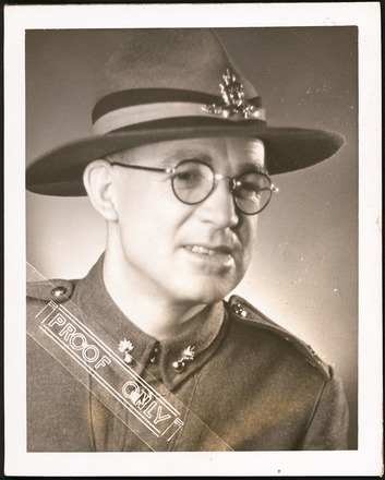 Vincent William Melhuish in uniform, wearing NZ lemon squeezer with artillery hat badge and artillery collar badges.  Auckland War Memorial Museum - Tāmaki Paenga Hira PH-2003-57-14. Image has no known copyright restrictions.
