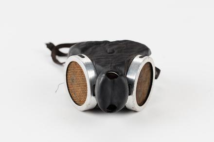 gas mask, 1998.81.159, Photographed by Jennifer Carol, digital, 29 Jun 2017, © Auckland Museum CC BY