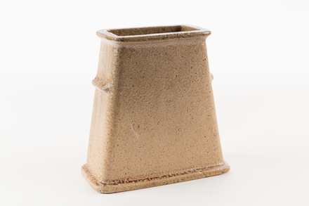 pot, chimney, 1985.358.28, col.3495, 28, Photographed by Jennifer Carol, digital, 05 Jul 2017, © Auckland Museum CC BY