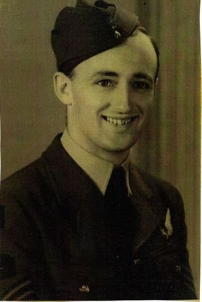 Photograph of Pilot Officer Carne (Peter) Stratford NZ437047. Image kindly provided by the Stratford/Holms family (July 2017).  Image may be subject to copyright restrictions.