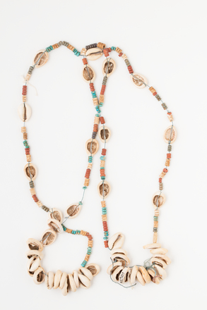 necklace, 1926.225, 10424, Photographed by Andrew Hales, digital, 02 Aug 2017, © Auckland Museum CC BY