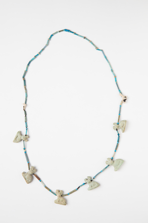 necklace, 1970.100, 43283, Photographed by Andrew Hales, digital, 10 Aug 2017, © Auckland Museum CC BY