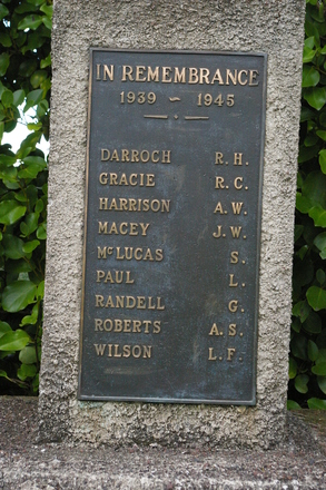 Glenfield War Memorial, 1939-1945, Hall Rd, Glenfield, Auckland 0629. Image provided by John Halpin 2014, CC BY John Halpin 2014