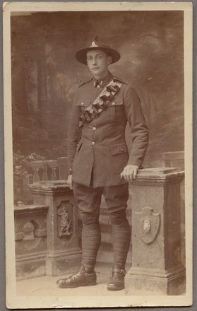 Portrait of Gunner William Robert Aitken 78839 on photographic postcard. Postcard was kindly donated by the Onehunga RSA (2002). PH-2002-21-1, Auckland War Memorial Museum Tamaki Paenga Hira. Image has no known copyright restrictions.