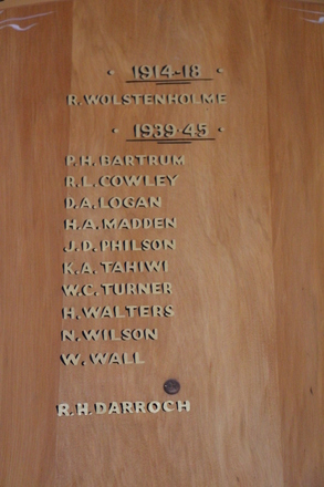 Stanley Point Primary School Roll of Honour board, 15 Russell St, Stanley Point Auckland 0624. Image provided by John Halpin 2013, CC BY John Halpin 2013
