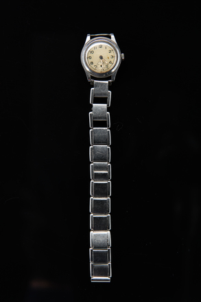 Wristlet watch, H244, Photographed by Jennifer Carol, digital, 26 Oct 2017, © Auckland Museum CC BY