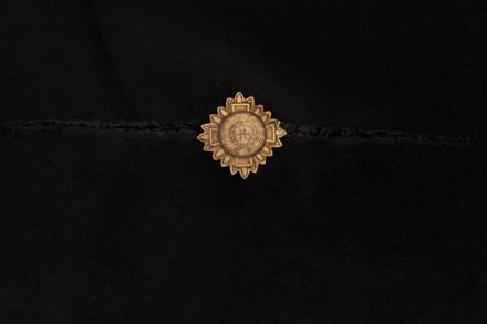 badge, rank, 2001.25.1302, Photographed by Denise Baynham, digital, 22 Nov 2017, © Auckland Museum CC BY