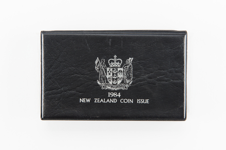 coin set, 1984.299.1, Photographed by Jennifer Carol, digital, 13 Apr 2018, © Auckland Museum CC BY