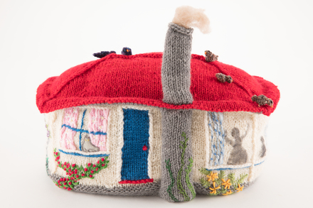 teacosy, 2002.41.1, 1995X1.495, 3007, Photographed by Denise Baynham, digital, 19 Apr 2018, © Auckland Museum CC BY