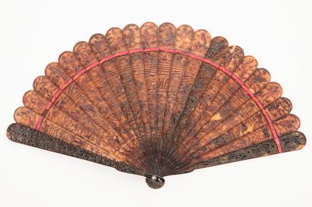 fan, brisé, 1959.24, col.0966, 37129.3, Photographed by Denise Baynham, digital, 23 Apr 2018, © Auckland Museum CC BY